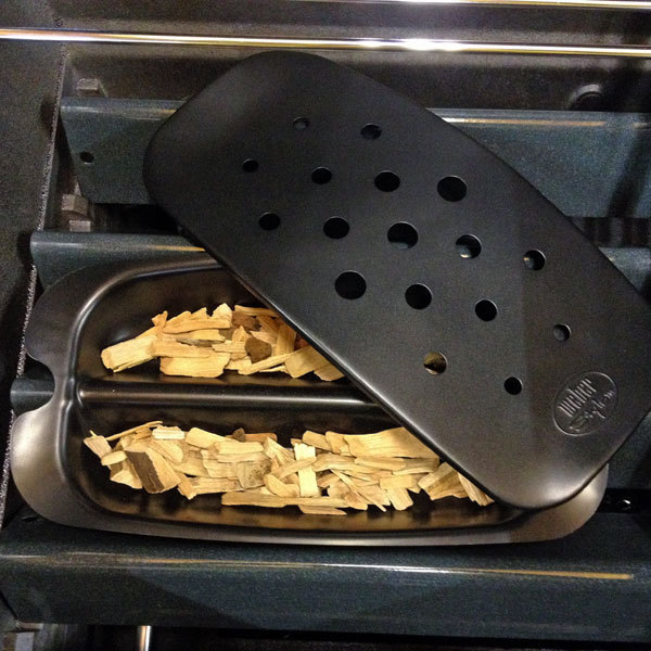 Le miscele di legno per l'affumicatura weber può essere usato su barbecue a gas con scatola affumicatrice